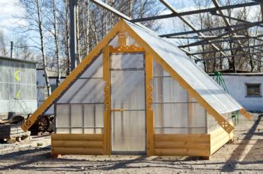 Деревянная теплица: строим самостоятельно