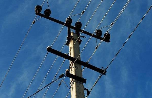 На каком расстоянии ставят электрические столбы -
