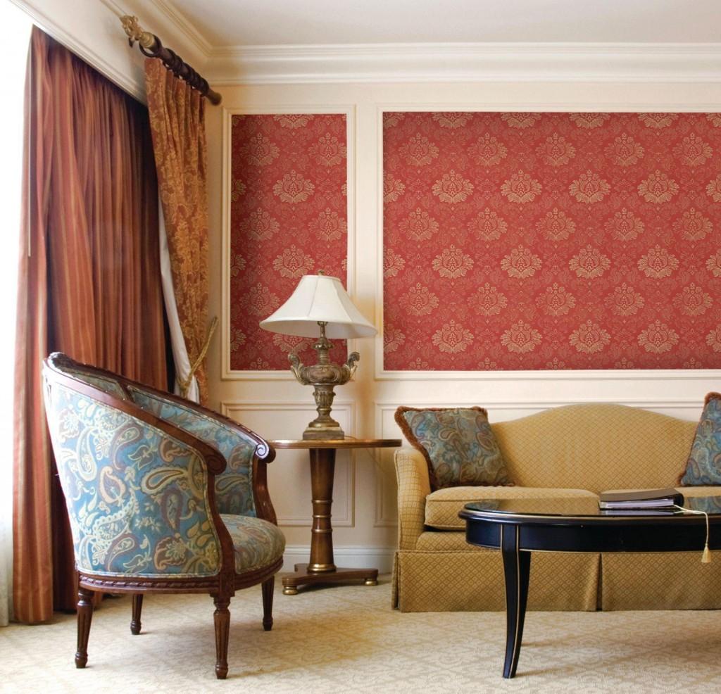 Использование красивого орнамента на стене в интерьере