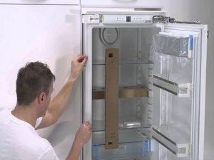 Установка холодильника: как правильно поставить на кухне по уровню, советы по подключению