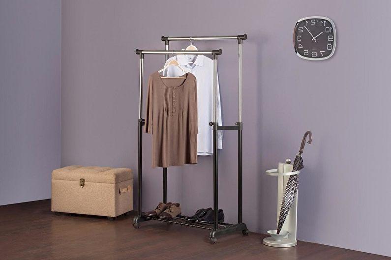Вешалки для одежды плечики: деревянные или пластиковые, какие выбрать?