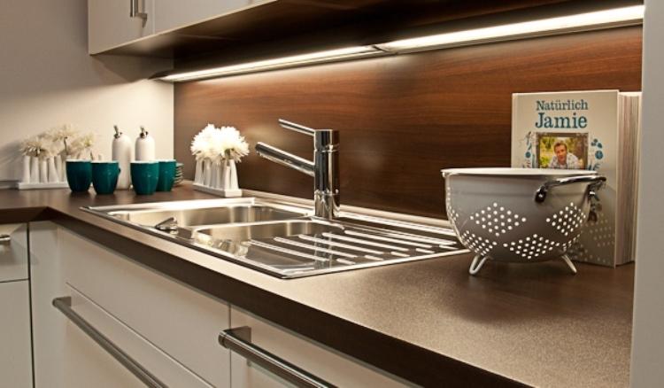 Подсветка для кухне: схема подключения своими руками, освещение рабочей зоны, световая планка для кухонного гарнитура светодиодной лентой