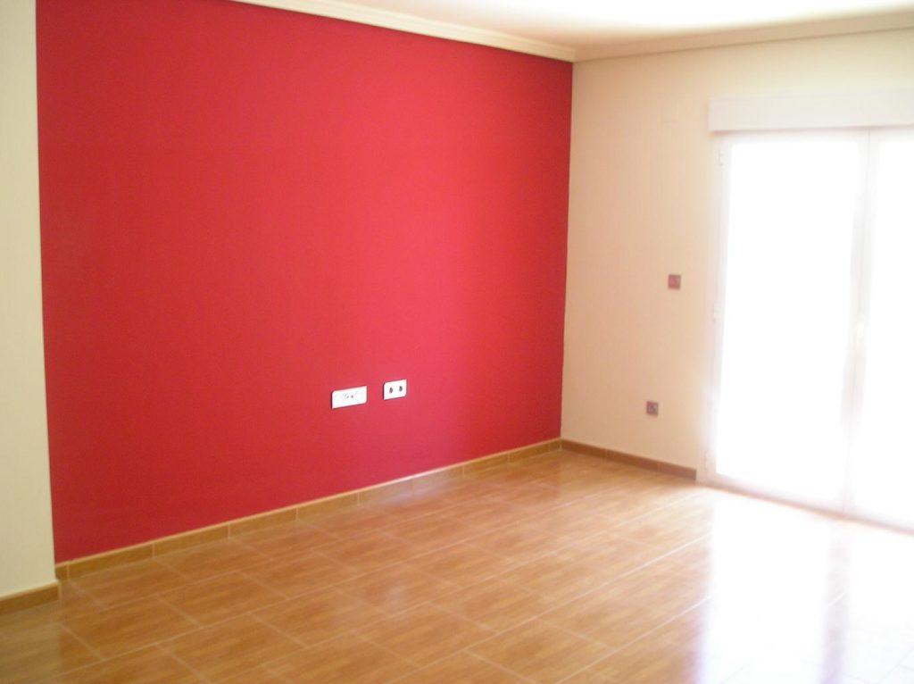 как красить стены в квартире