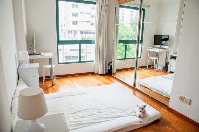 кровать и диван в одной комнате дизайн