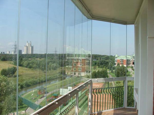 безрамочное остекление балкона