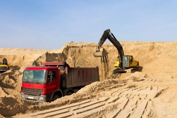 Карьерный песок (34 фото): плотность песка из карьеров, сравнение с речным песком. сколько весит 1 куб строительного песка? гост и состав
