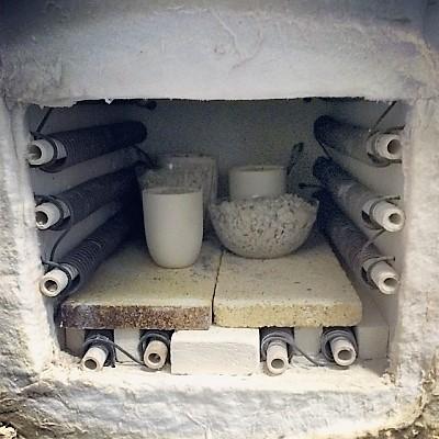 при какой температуре обжигают глину