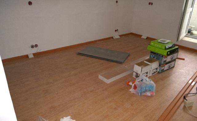Последовательность ремонта квартиры: особенности работ в комнате с натяжным потолком