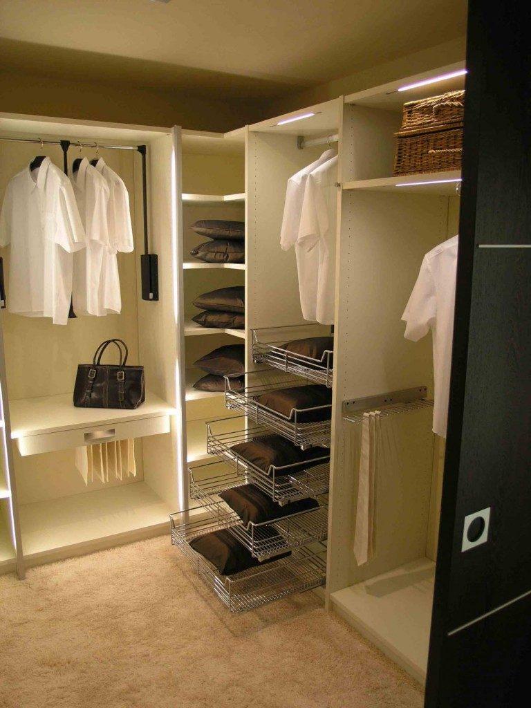 гардероб в комнате