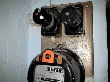 Ящик для счетчика электроэнергии уличный – разновидности и особенности выбора