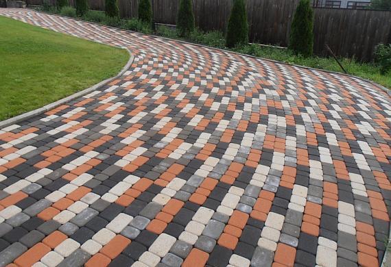 Полимерпесчаная тротуарная плитка:характеристики,этапы и способы производства