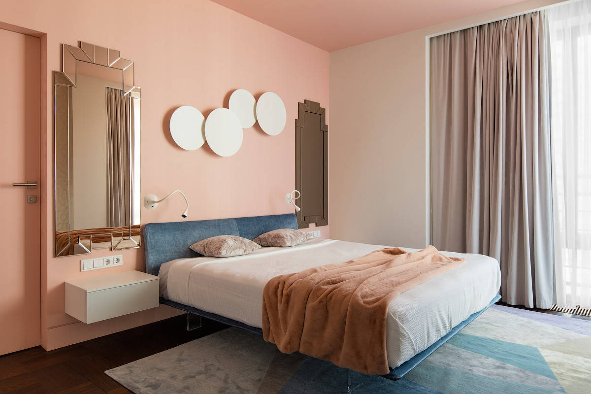 Покраска спальни (49 фото): каким цветом покрасить стены? совмещение двух цветов в дизайне интерьера, варианты окраски под классику и в современном стиле
