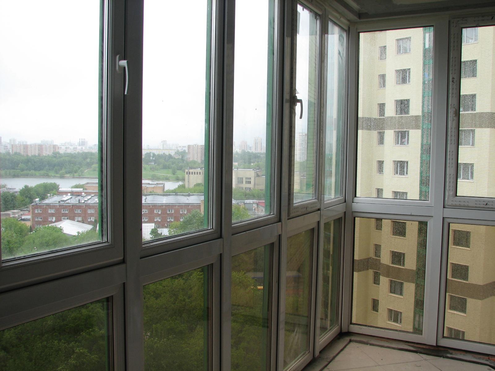 Остекление балконов и лоджий: виды и чем застеклить