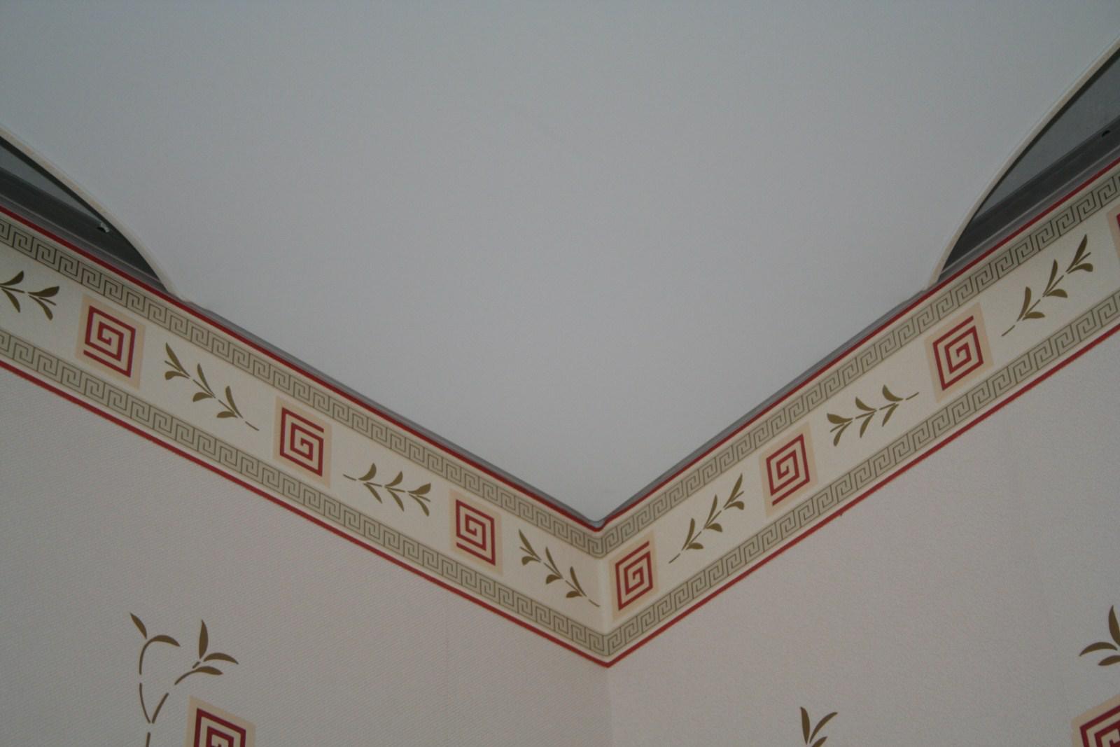 Матовые натяжные потолки (57 фото): плюсы и минусы, выбор цвета для спальни, черные и бежевые модели с рисунком