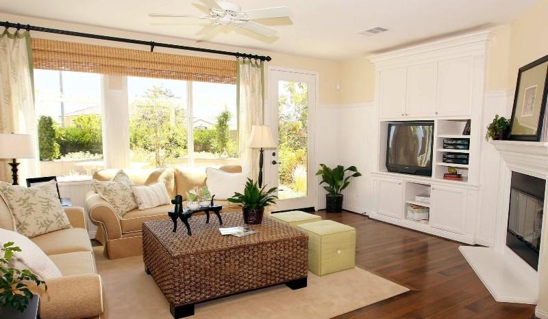 интерьер гостиной в доме в современном стиле