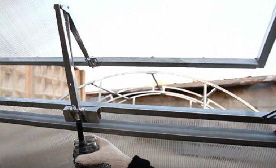 Автоматическое открывание в теплице форточек: подробная инструкция