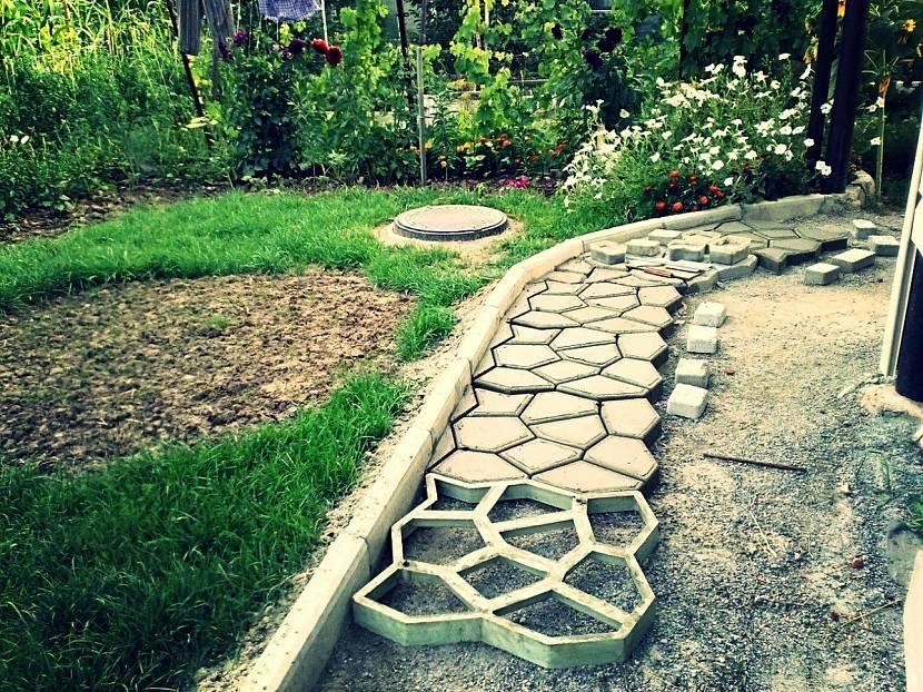 Гибкий бордюр для клумб и газона в дизайне участка своими руками: советы +фото и видео