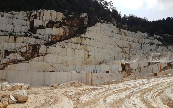 Мрамор (73 фото): из какой горной породы он образовался и что это такое? плотность мраморных камней и их происхождение, свойства и монтаж