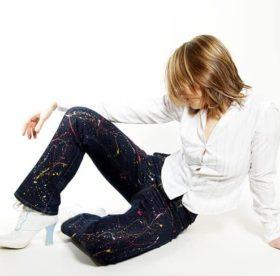 Водно дисперсионный акриловый лак вывести с одежды. как отстирать акриловую краску с одежды в домашних условиях