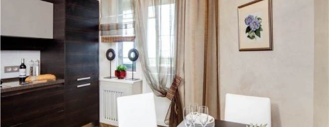 Занавески или шторы для кухни с балконной дверью